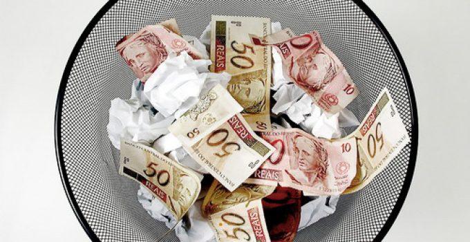 dinheiro-no-lixo